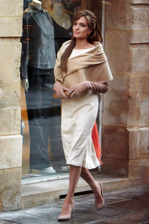 Miss meghan's shoe video – angelina jolie elle fanning and more